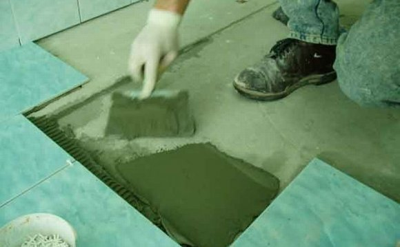 Кладка плитки на пол в ванной